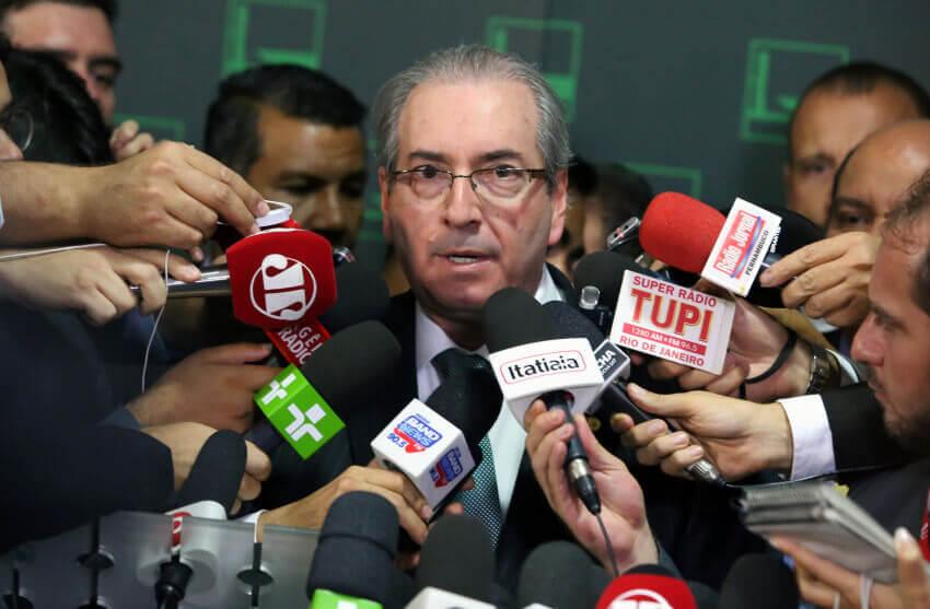 Dans l'image, Eduardo Cunho dans une interview à la presse. Contenu sur centão.