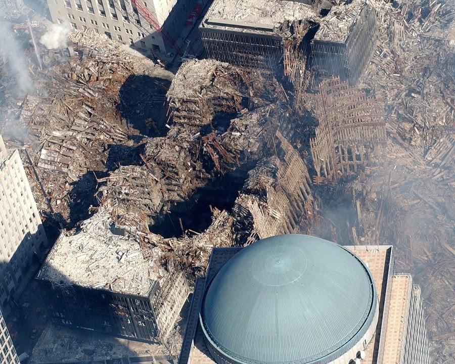 Photo de la destruction de bâtiments causée par l'attaque terroriste du 11 septembre. Contenu Chine et États-Unis.