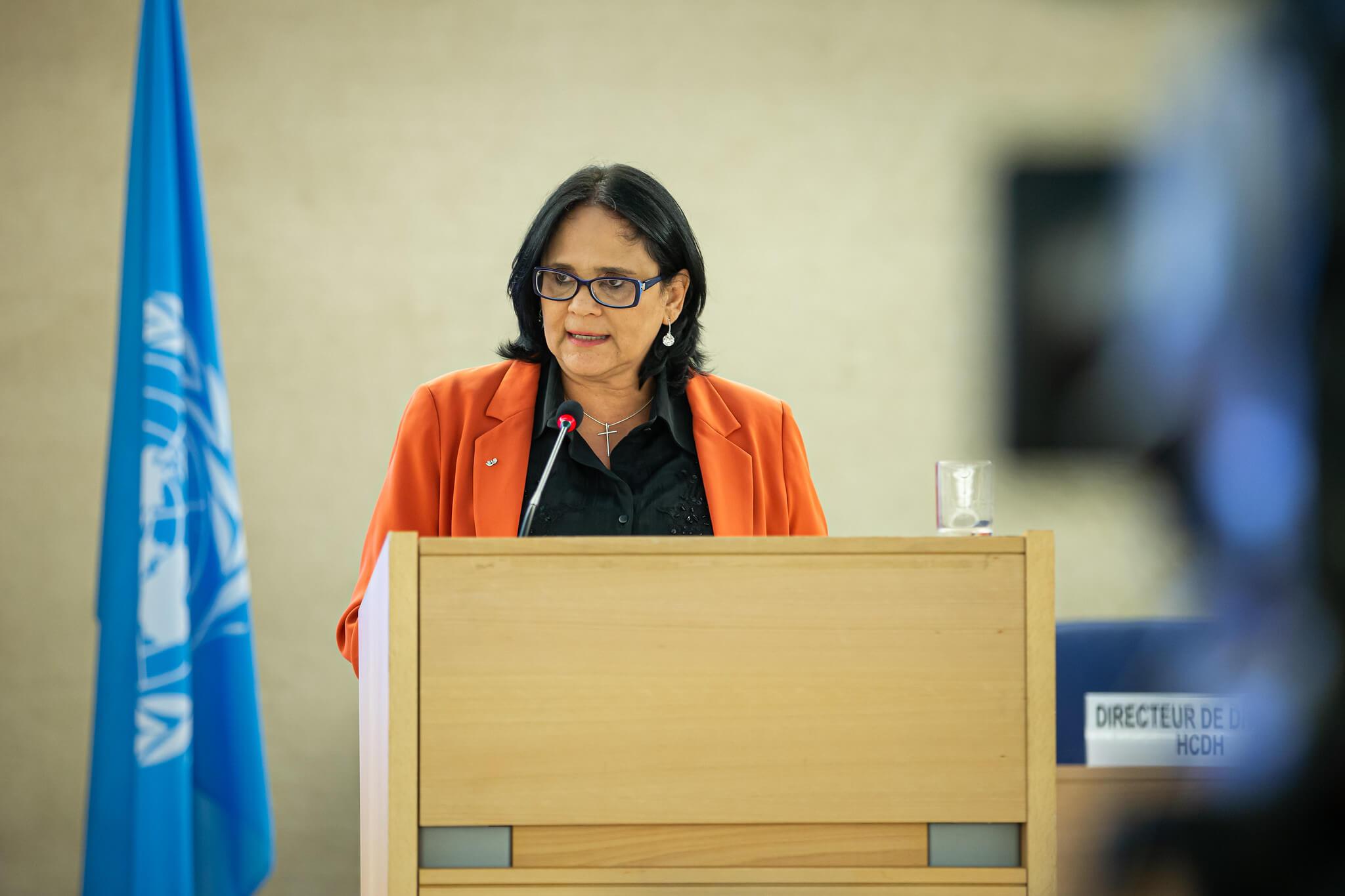Le ministre Damares Alves du ministère de la Femme, de la Famille et des Droits de l'homme dans un discours.