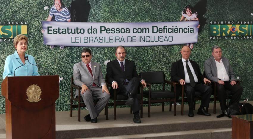 Cérémonie de sanction de la loi d'inclusion brésilienne
