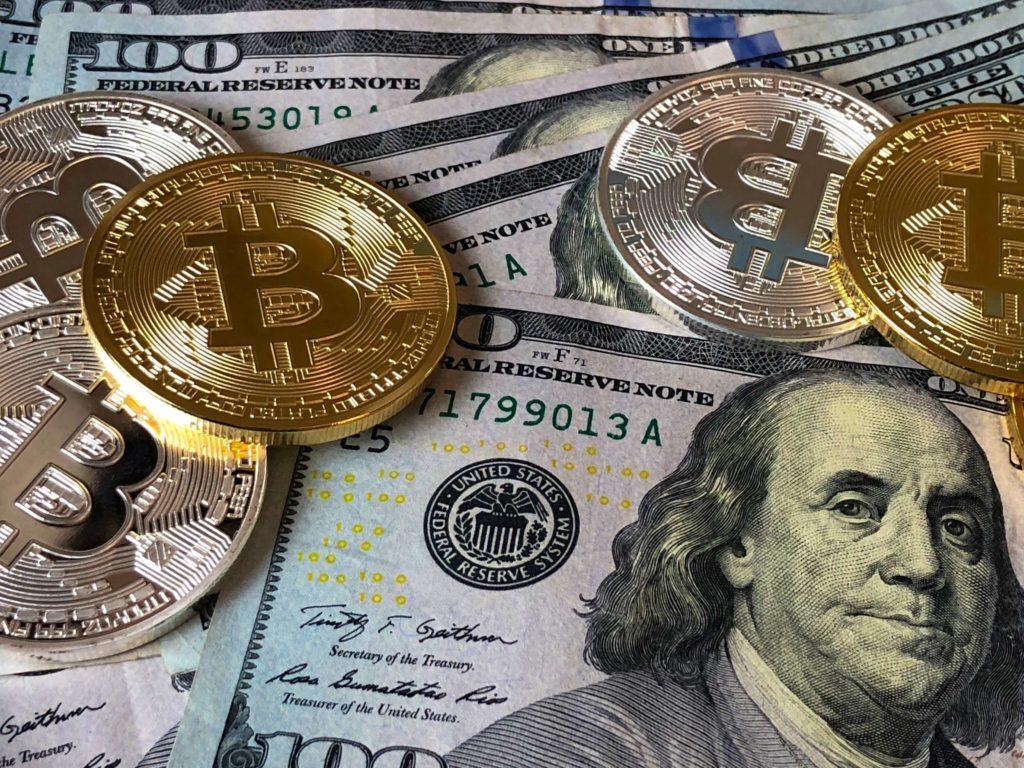 pièces de monnaie et billets de banque. Contenu protectionniste