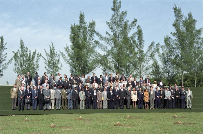 Photo officielle des chefs de délégation à l'ECO-92. (Photo: Michos Tzovaras / ONU)