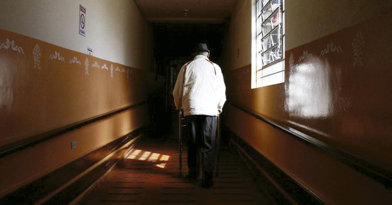 comportement des personnes âgées, infantilisation des personnes âgées, violence symbolique contre les personnes âgées