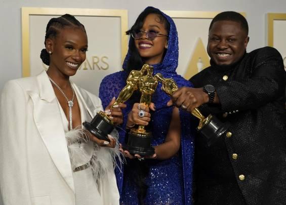 Tapis rouge des Oscars 2021 1