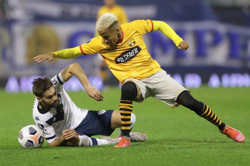 Bacelone contre Vélez.  Photo : EFE