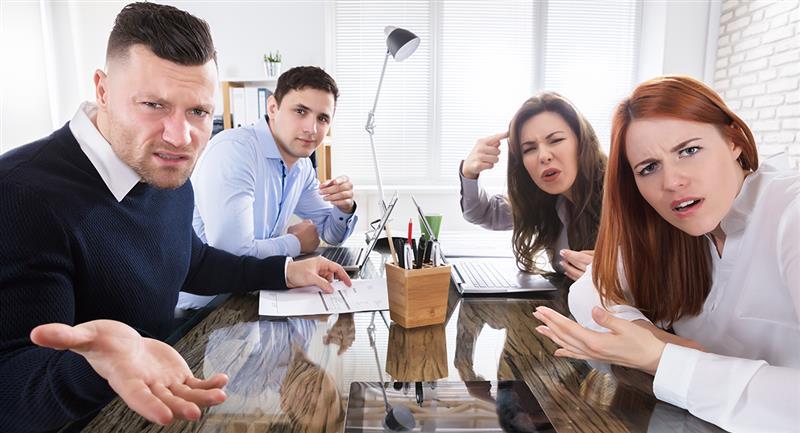 Ces personnes ne se reposent pas tant que vous ne vous sentez pas mal ou ne vous humiliez pas.  Photo : Shutterstock