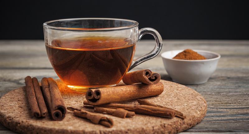 Avec le thé à la cannelle, vous pouvez contrôler le sébum et faire pousser vos cheveux.  Photo : Shutterstock